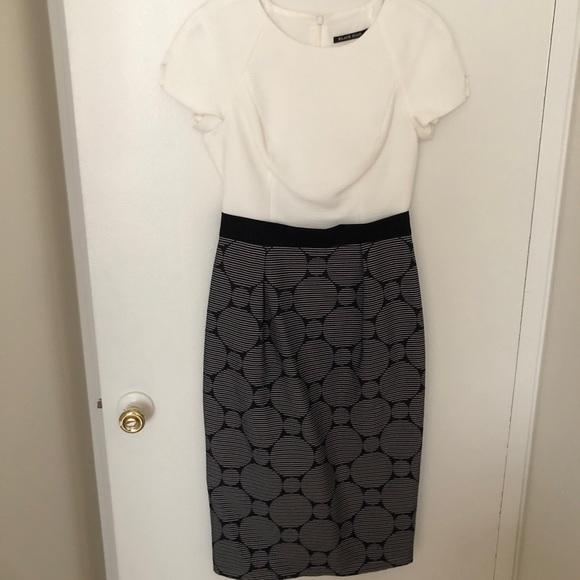 Black Halo Dresses & Skirts - Black halo short sleeve midi knee dress